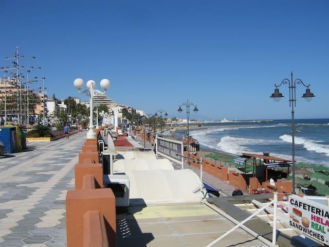 Spacious Villa+Pool up to 20 people - Benalmádena - Hus