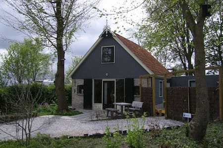 Cosy Holiday Home in Friesland - Kollumerpomp - House
