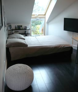 NICE BEDROOM IN AN ARCHITECT HOUSE - Guermantes
