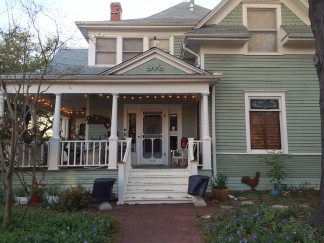 Charming 1909 Victorian Home - McKinney - House