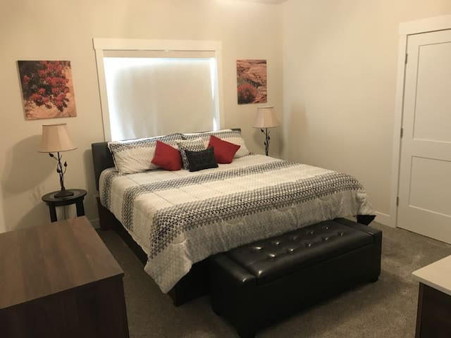 King size bed, comfortable firm foam mattress. Extra storage in cushioned bench. Room darkening shades.