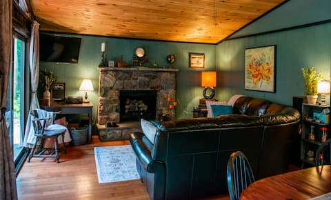 Private Chalet on Mud Run Creek