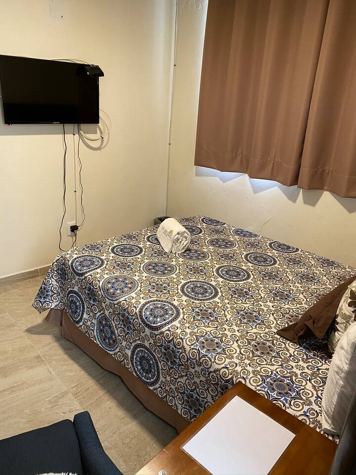 Habitación cama matrimonial/ hostal los Abuelos
