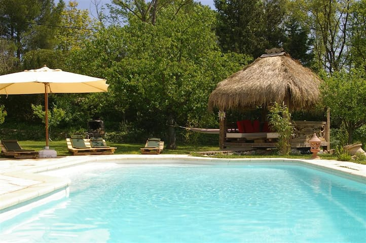 Gite avec piscine , spa et sauna