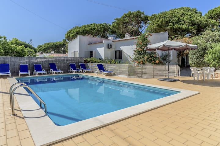 Vilamoura Family House with Pool