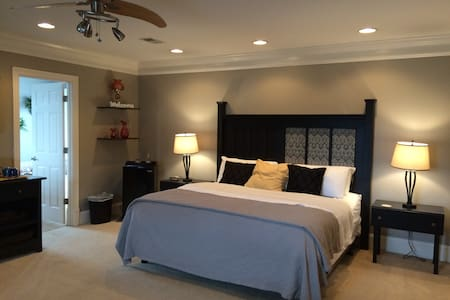 Exquisite Downtown Suite with Private Entrance - Chattanooga - Huis