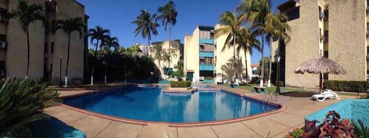 Piso con piscina y choza en Pampatar VillasVelaMar