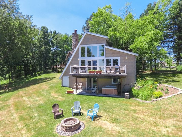 Lake Access Home w/Hot Tub, Fire Pit, & Gas Fireplace!