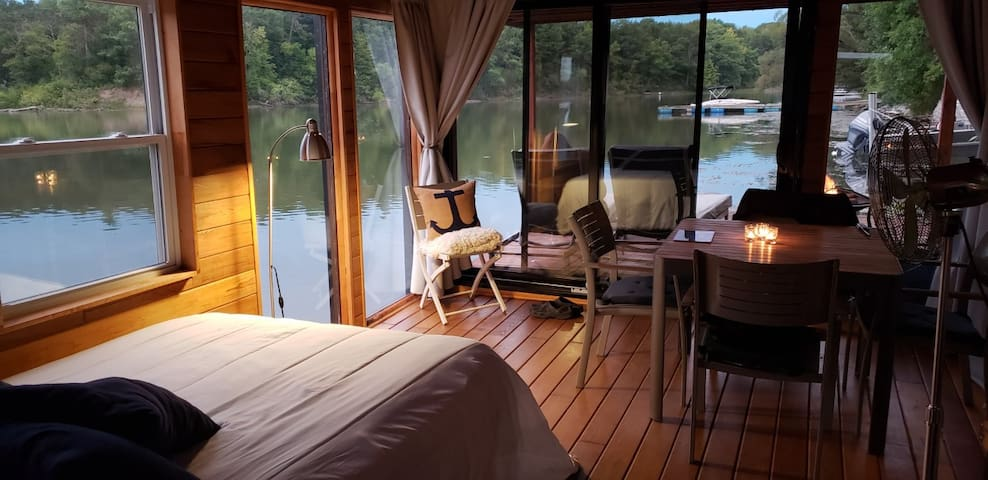 Le CÉDAR: Floating Loft 30 minutes from MTL