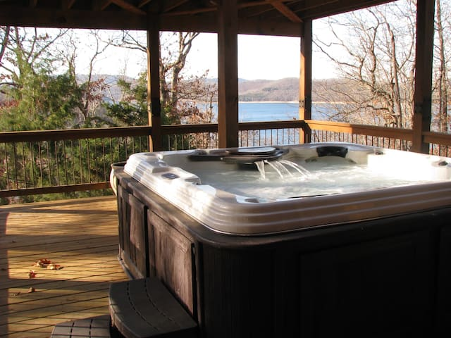 Hot tub! Lake view! Adventures of every kind! - Eureka Springs - Huis