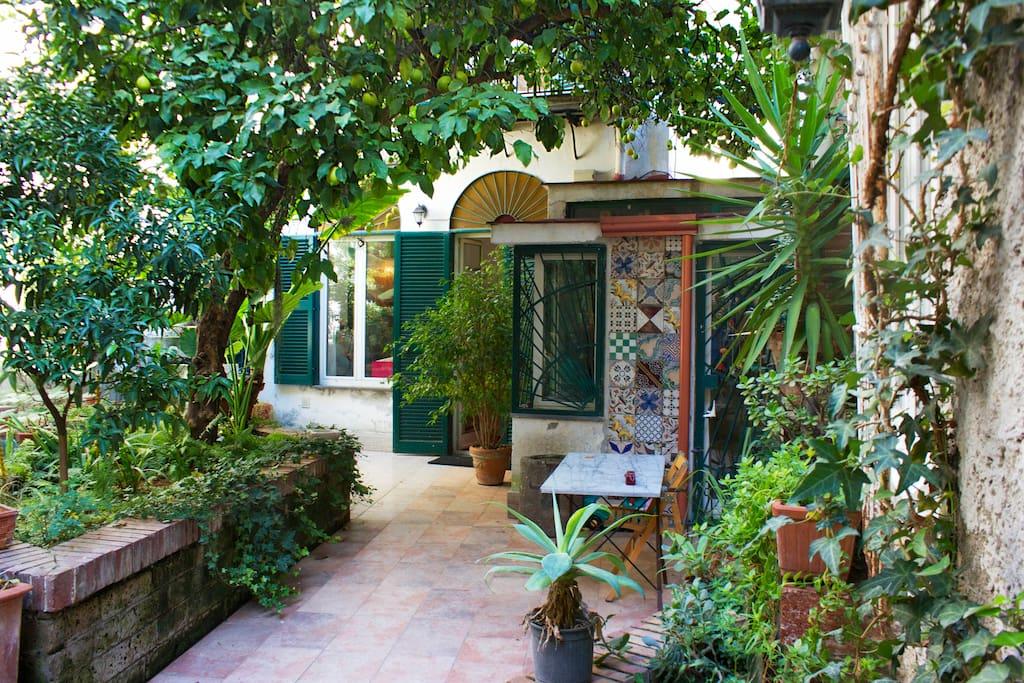Casa con giardino centralissima case in affitto a napoli campania italia - Casa con giardino napoli ...