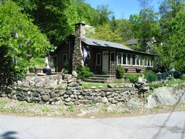 country log home by the lake - Greenwood Lake