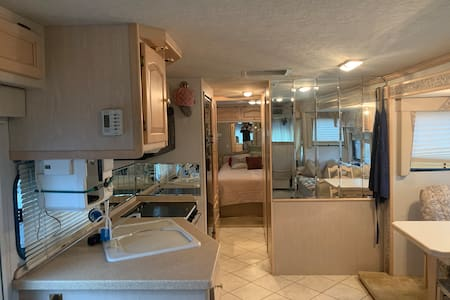 Comfortable home on wheels close to Nashville.