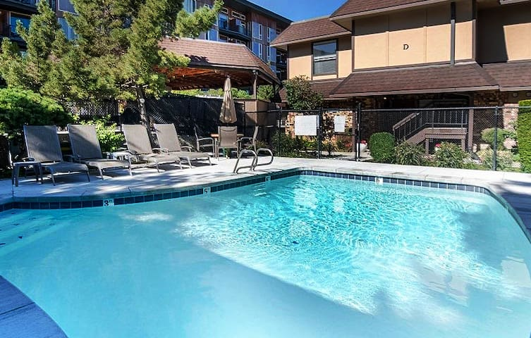 Newly remodeled, boutique getaway, with POOL & AC.