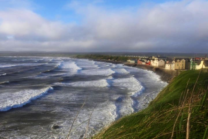 Lahinch, Roomy home  on Wild Atlantic Way