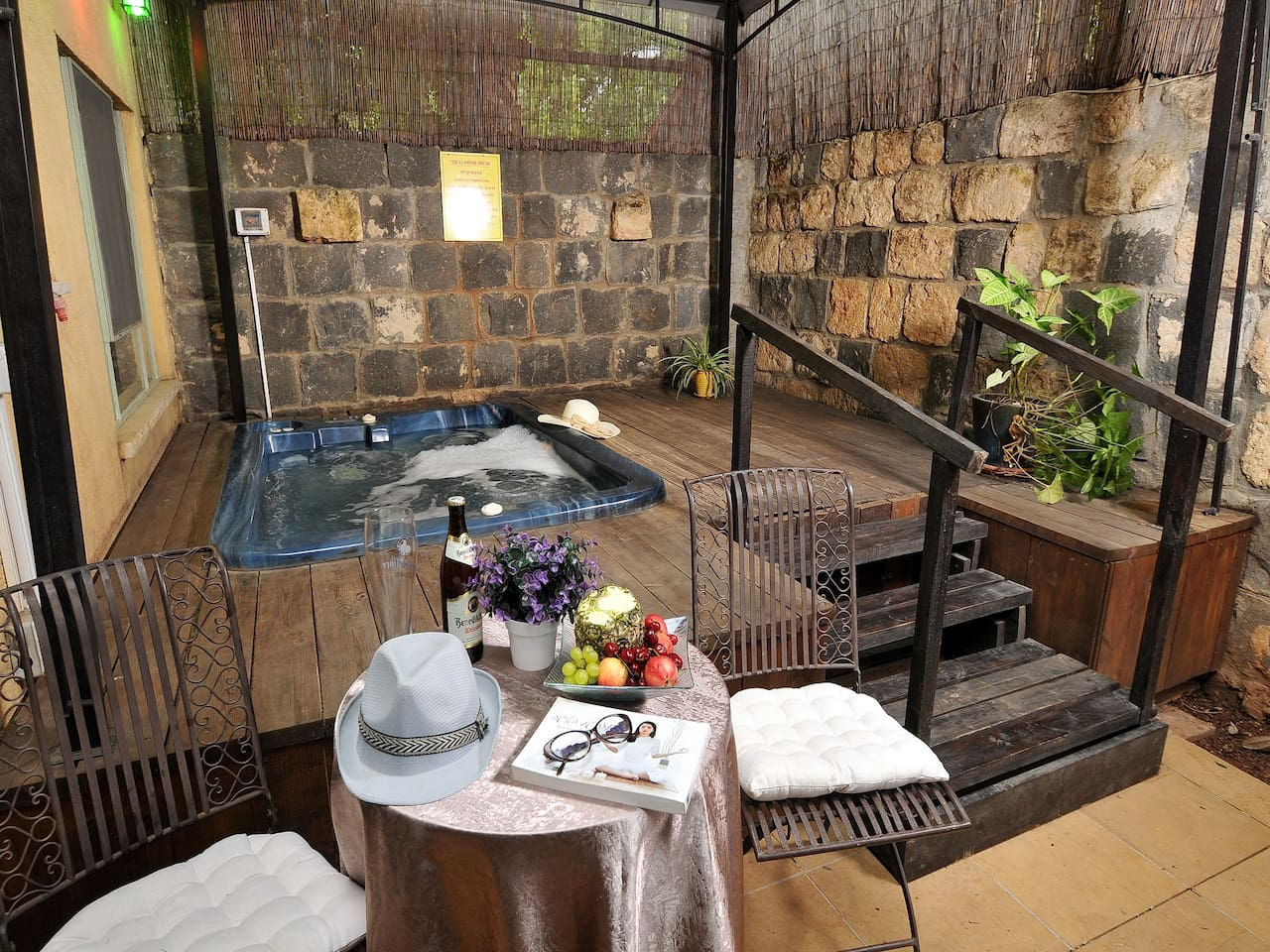 Private Jacuzzi and courtyard