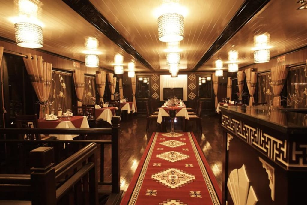 Deluxe cabin on Halong Glory Cruise
