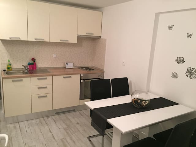 Apartman Leptir Podstrana near by Split - Podstrana - Apartament