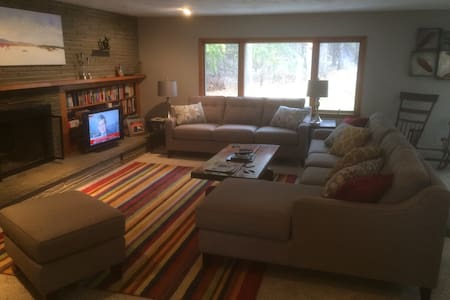 Bright room(s) in large family home - Auburn - Talo