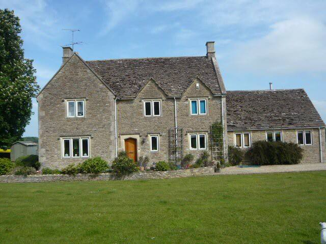 Beautiful Cotswold Stone House  (1 room).