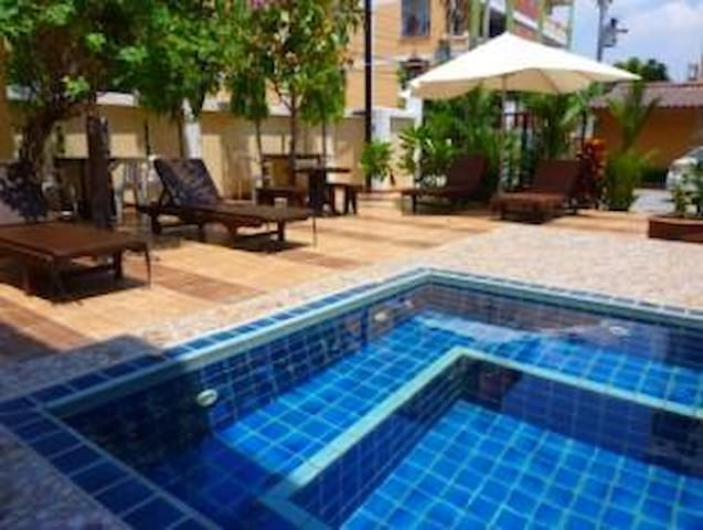 Chaba Garden Service Apartment - Muang Pattaya - Bed & Breakfast
