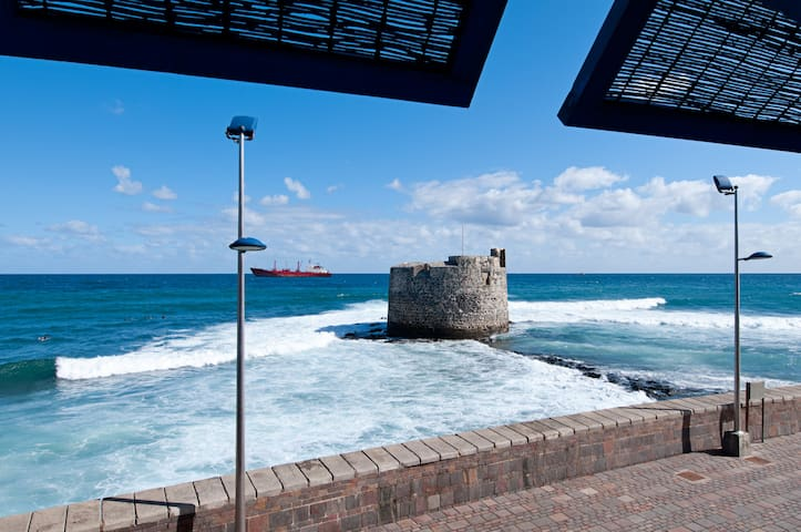"""IN FRONT OF THE ATLANTIC & CASTLE"" - Las Palmas de Gran Canaria - Apartemen"