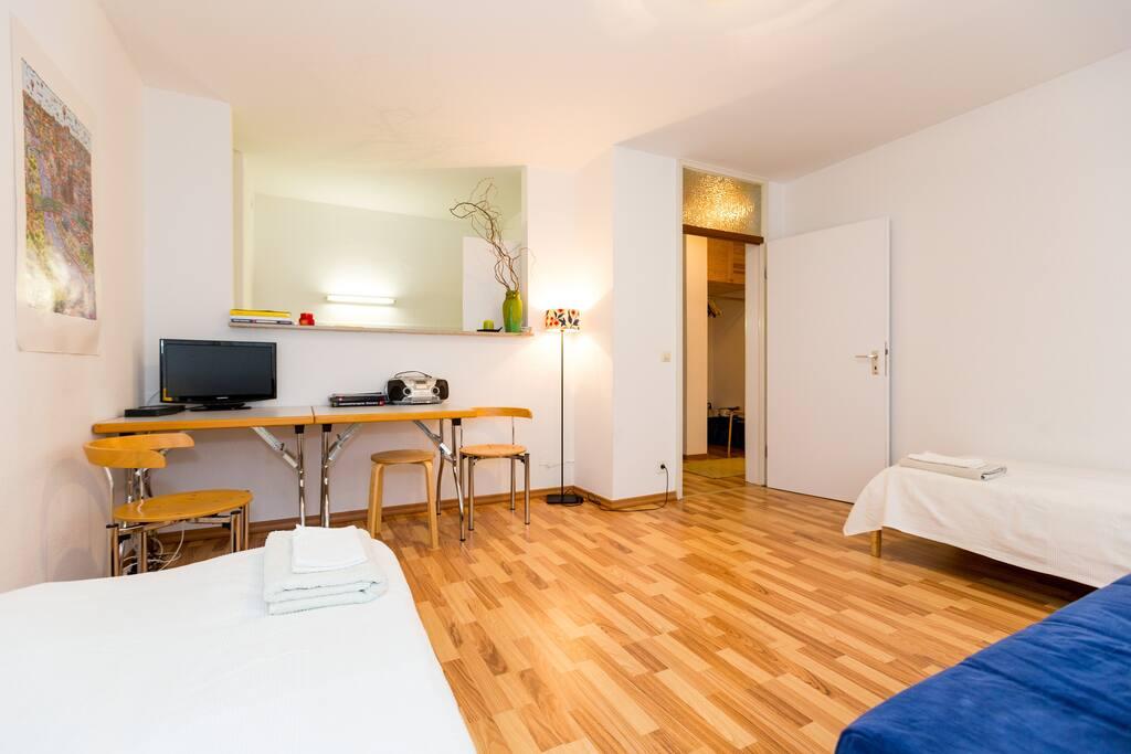 2zi 4 5 betten sofa k che parken wlan wohnungen zur miete in k ln nordrhein westfalen. Black Bedroom Furniture Sets. Home Design Ideas