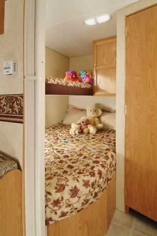 Equinox Viewing- 27 ft. Travel Trailer- sleeps 6 - Albany - Autocaravana