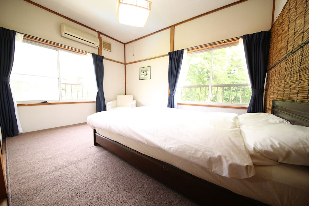 A semi-double room with forest views to relax at the end of a great day.