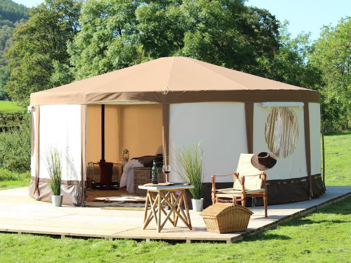 Mousley House Farm Campsite and Glamping Yurt 9