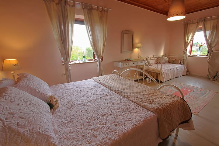Mavrokordatiko Boutique Rooms - Chios