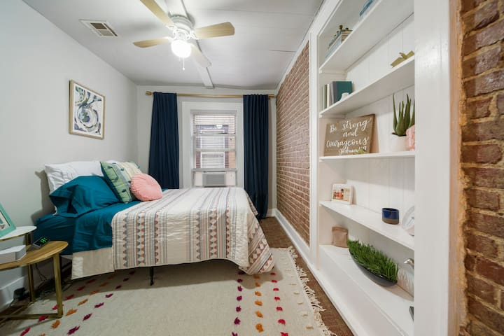 Vintage Downtown 2 bed Apartment