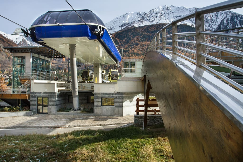 cable cars to the pistes 2 mins walk from the house