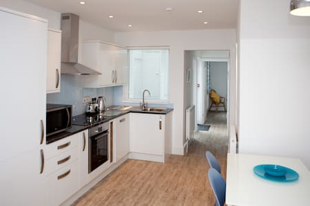 SeaCrest 1 Apartment - Sleeps 6 with Views/Parking - Cornwall