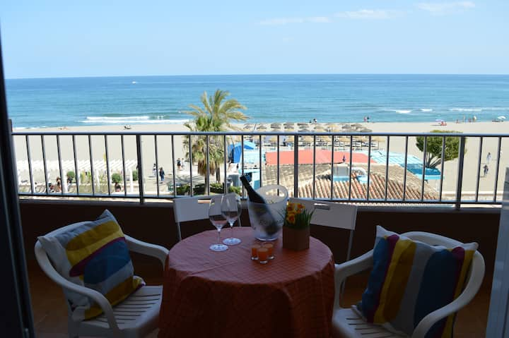 Beachfront Apartment with private parking and pool