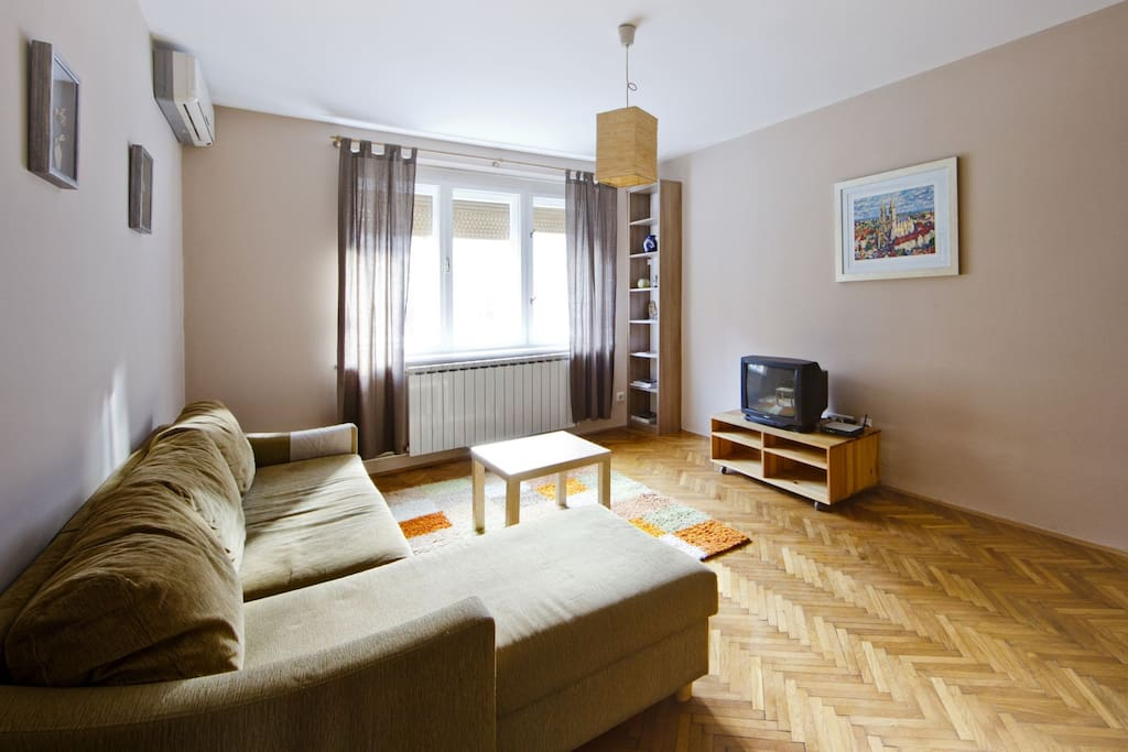 Cozy apartment in city center apartments for rent in for Airbnb apartments