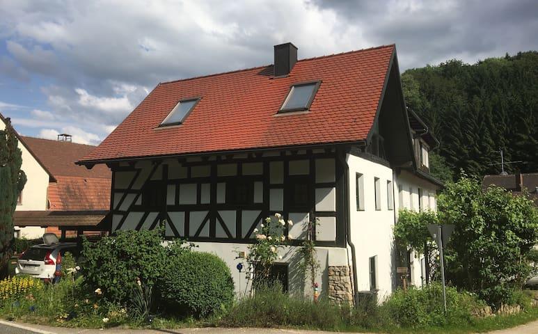 Idyllisches Haus vor den Toren von Nürnberg