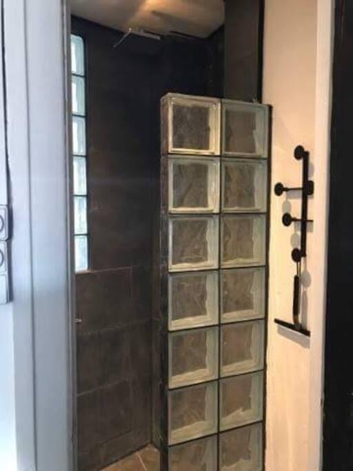 Bathroom with sonos speaker