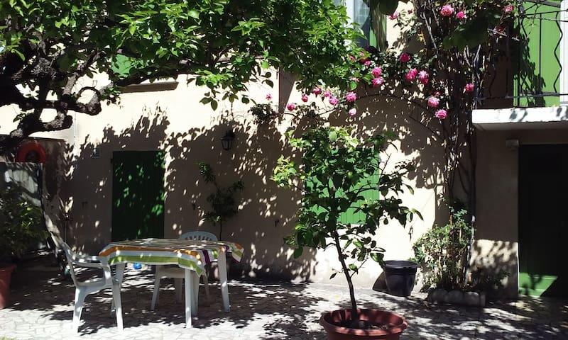 STUDIO DE 35 M²COSY ET INDEPENDANT CHEZ L'HABITANT - Avignon - Villa
