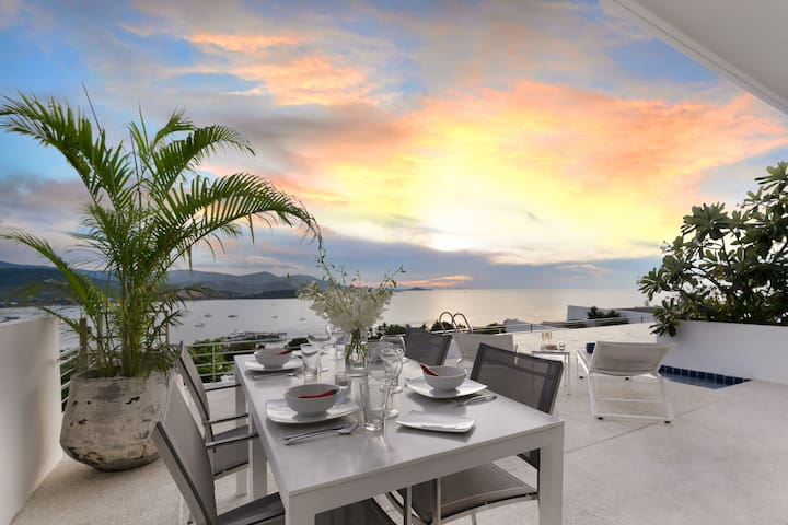 "Luxury Sea View  Apartment ""E"" @ UniQue Residences"