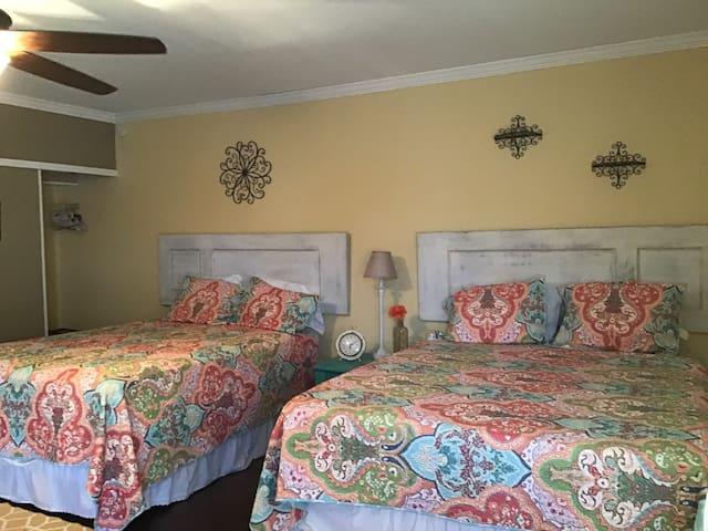 Wildflower Lodge: Sunflower Suite