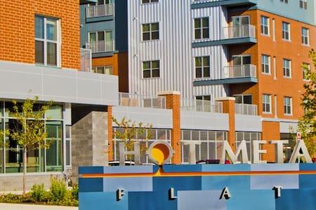 Hot Metal Flats 2 Bedroom 2 Bath Apartment - Pittsburgh - Apartment