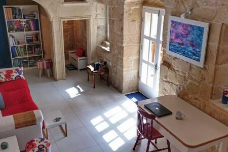 Double Bedroom in Maltese House of Character - Ħal Għaxaq - 独立屋