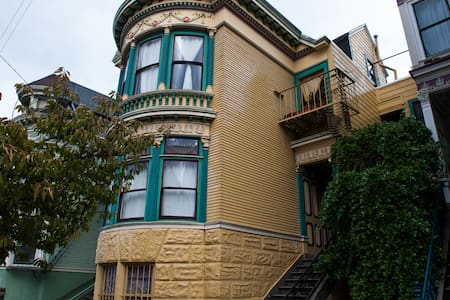 Historic Haight/Ashbury Apartment - Apartment