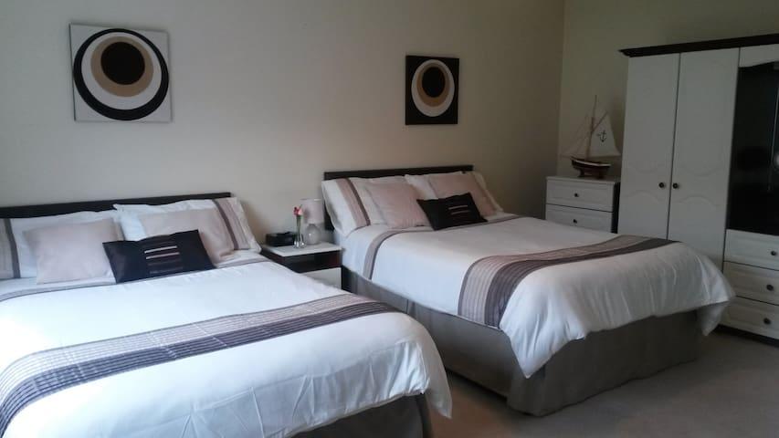 Casa Rosa - B&B - Family room - Portstewart - Huis