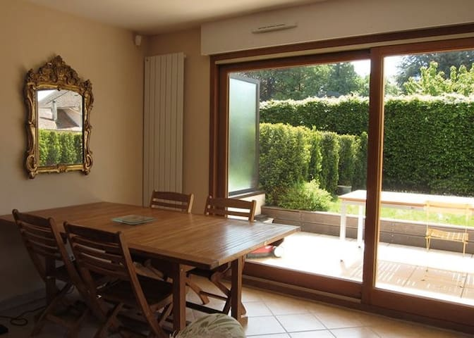 Appartement de 72 m2 avec jardin - Menthon-Saint-Bernard - Apartamento