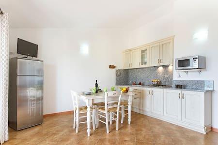 Gallura Family Apartments, Easy - Badesi - Apartamento