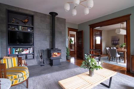 Charming Delaware Valley Escape w/Wood Stove!