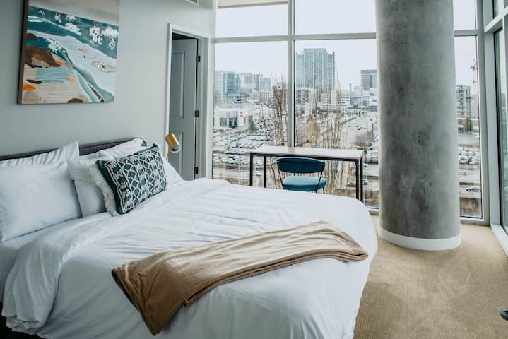 Kasa | Nashville | Dreamy 2BD/2BA Apartment | 31+ Day Rental ONLY
