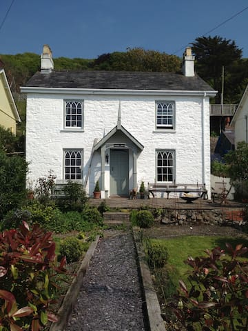 Estuary facing 1850's cottage, 1 min from beach - Ferryside - Dom